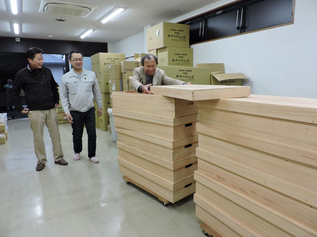 蔵囲昆布木箱入り?! 古いビンテージの「蔵囲昆布」の特別な木箱ができました。        平成29年1月13日