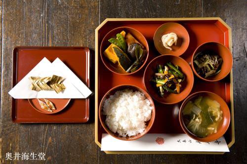 永平寺で供される客膳